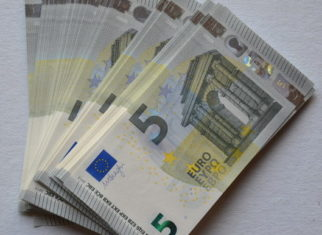 €5 bills sales